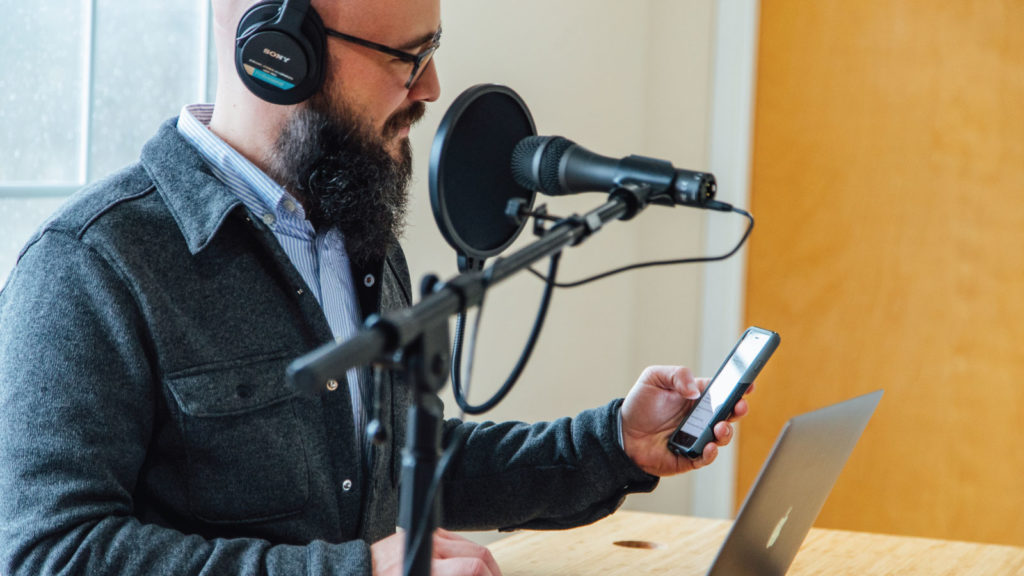 Man listening to a podcast on a Smartphone